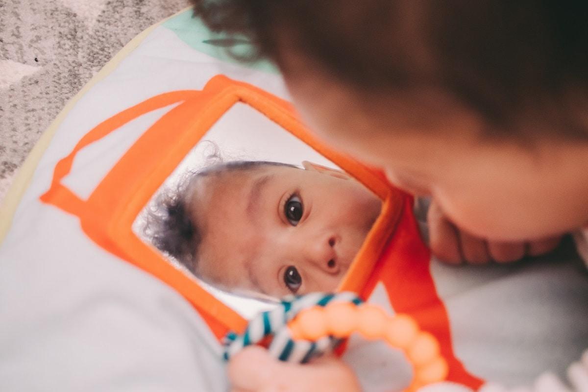 Comment bien choisir le tapis d'éveil de bébé ?