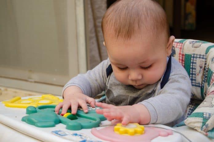 Le trotteur nuit-il au développement de l'enfant ?